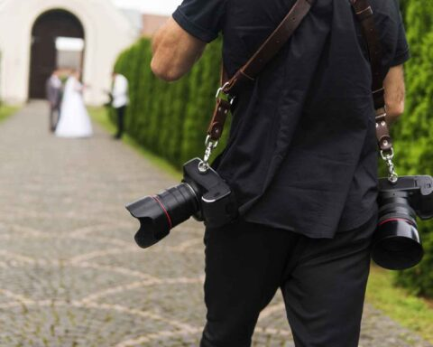 Most Wedding Photographers Are Screwing You